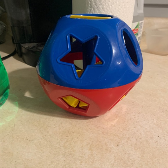 Shape matching ball